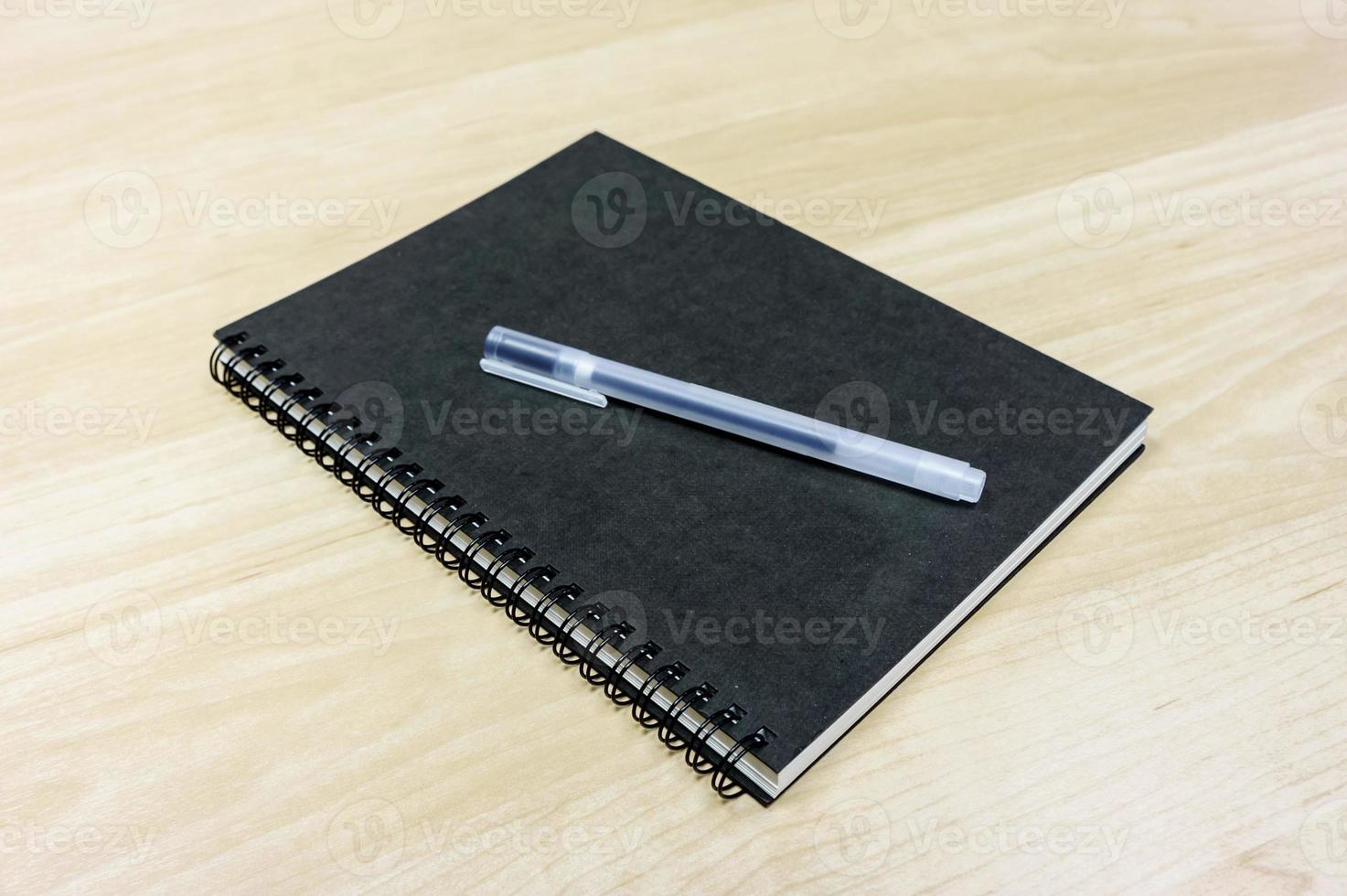 libro negro en el escritorio foto