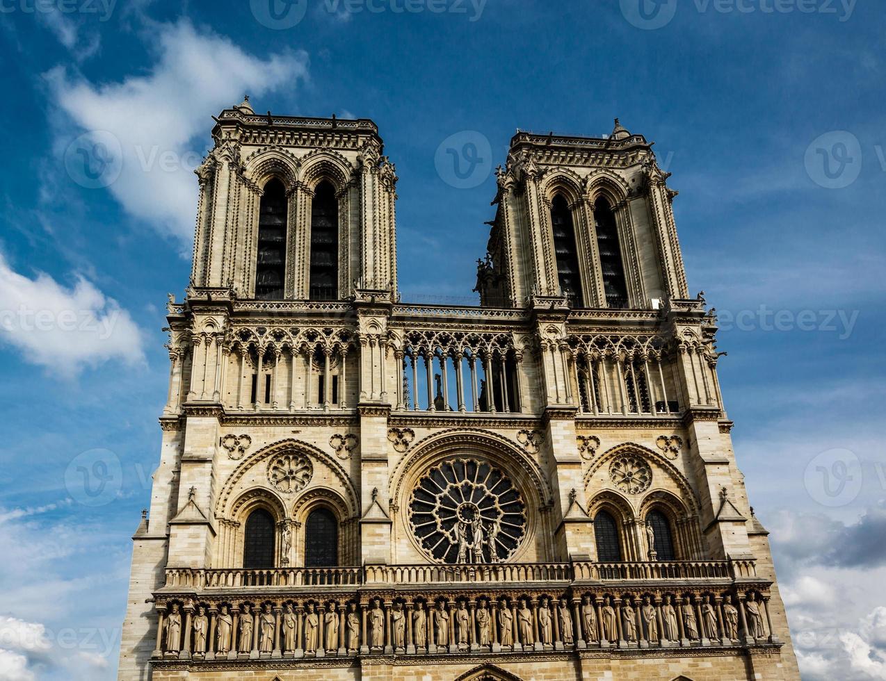 Catedral de Notre Dame de París en Cite Island, Francia foto