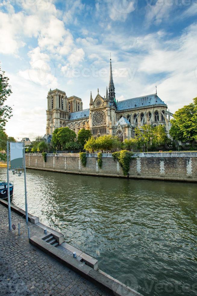 La catedral de Notre Dame en París, Francia foto
