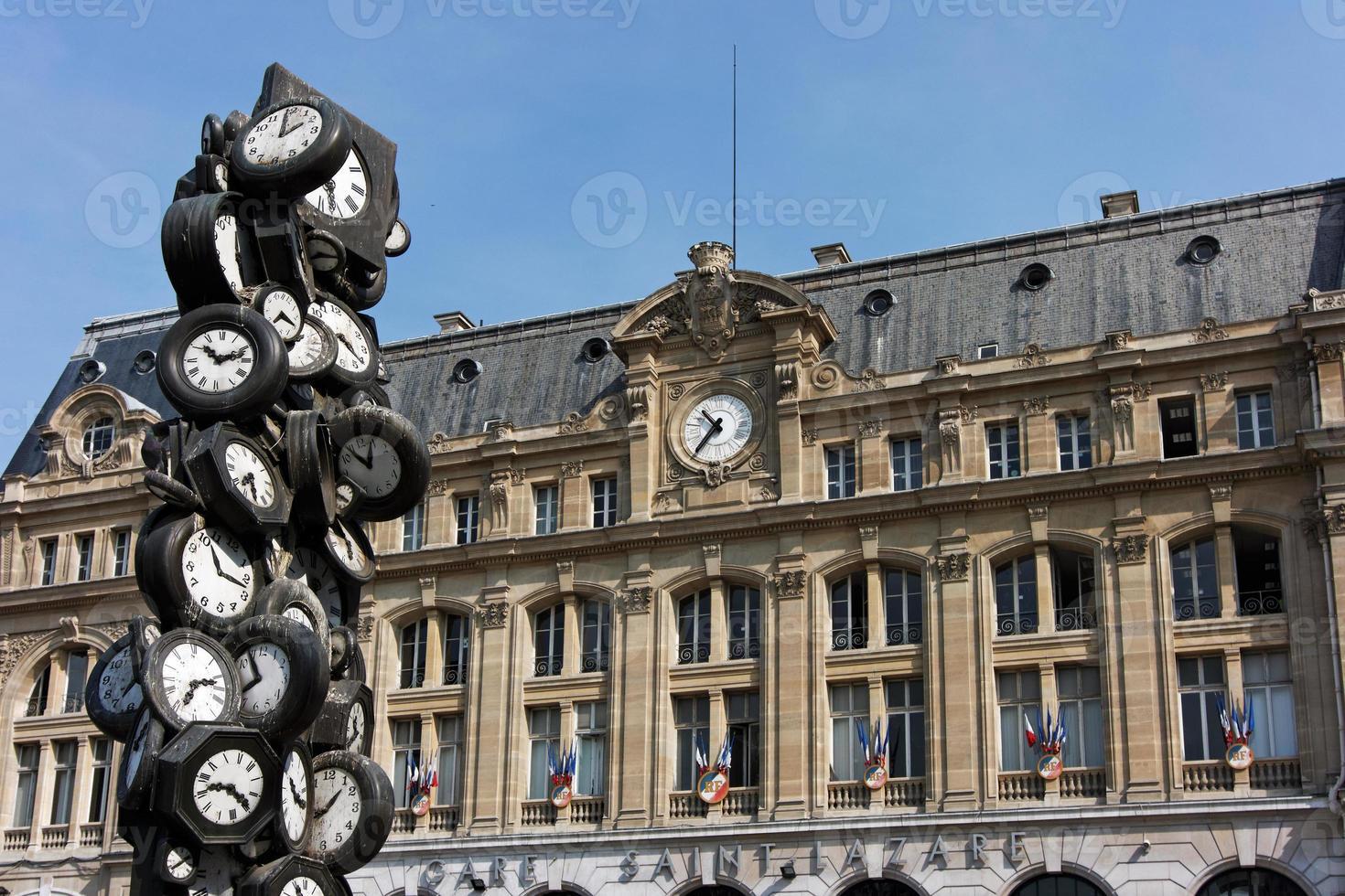 Paris Saint-Lazare railway station photo