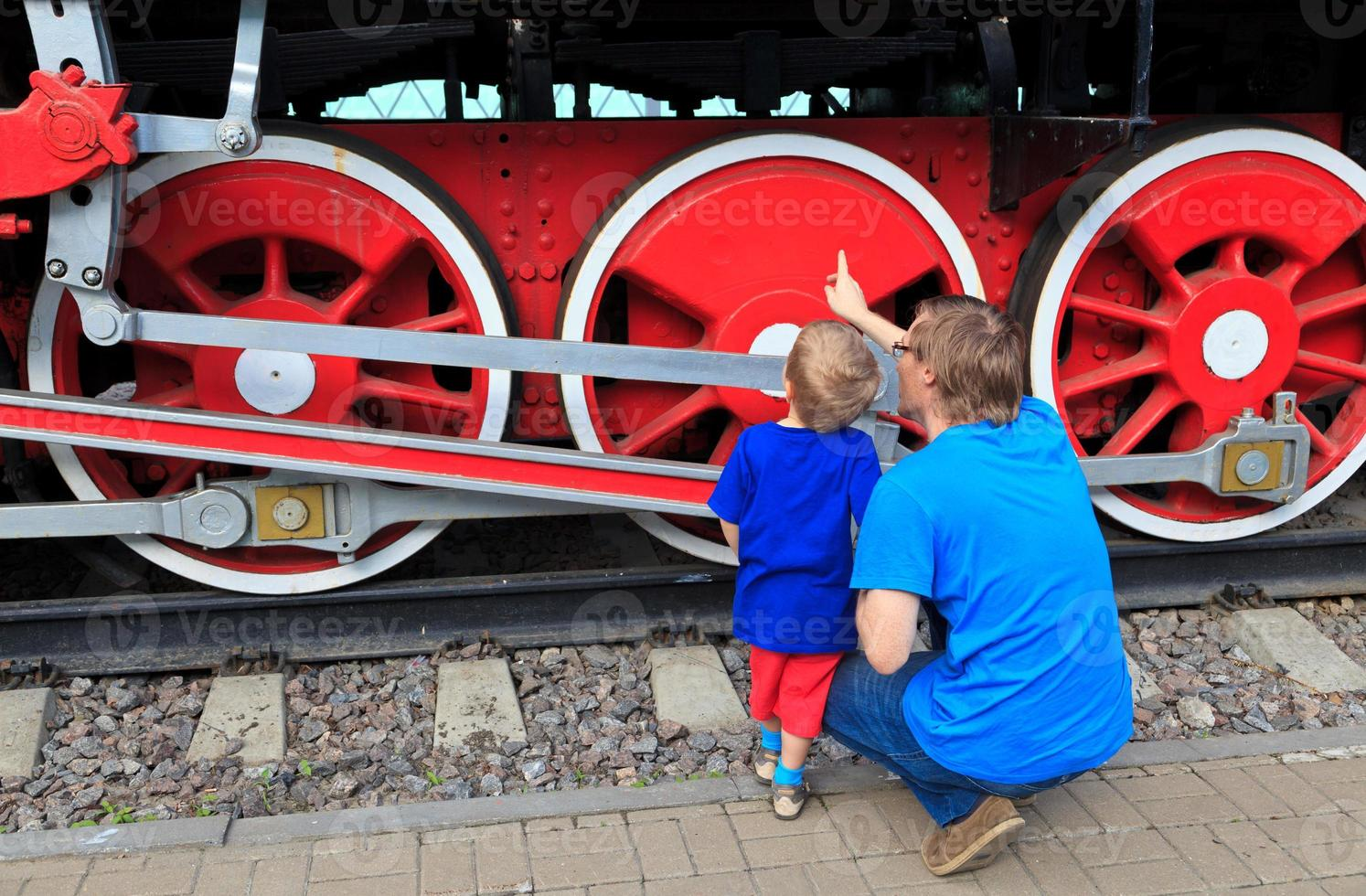 family looking at steam train photo