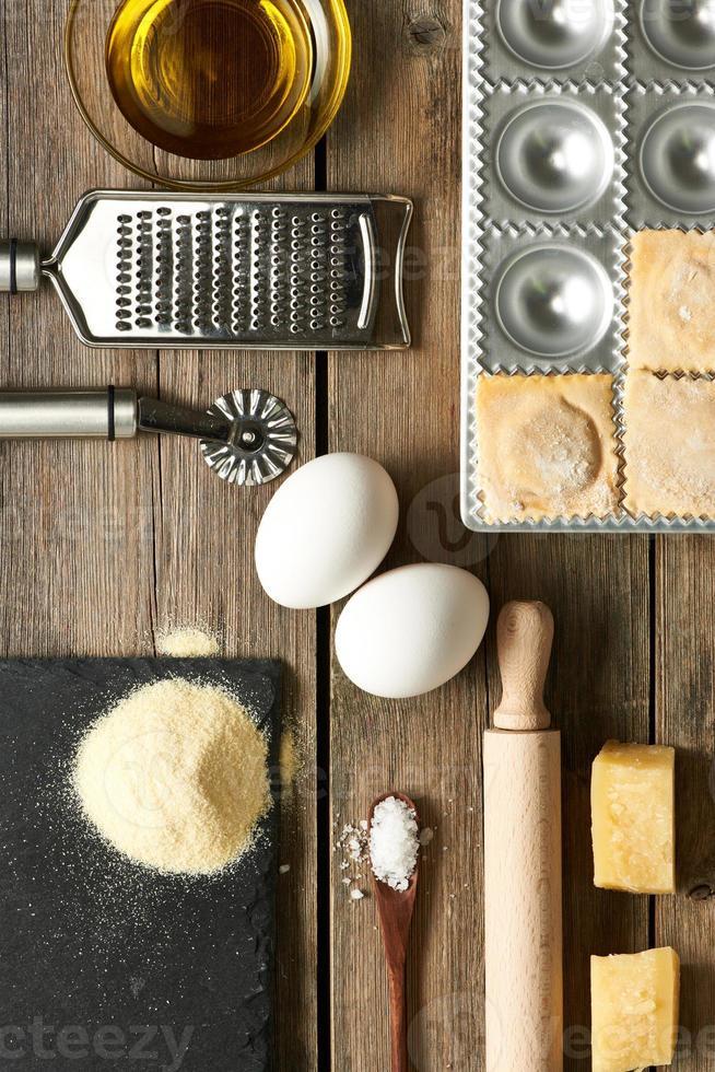 utensilios e ingredientes para ravioles foto