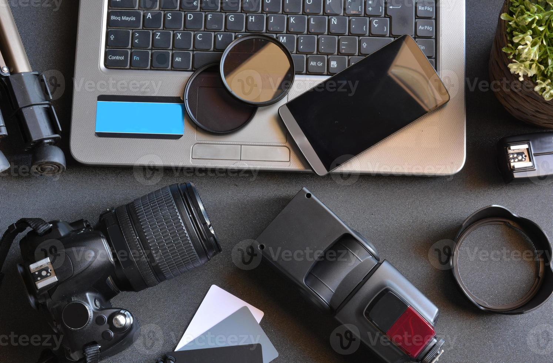 escritorio con equipo de fotografía foto