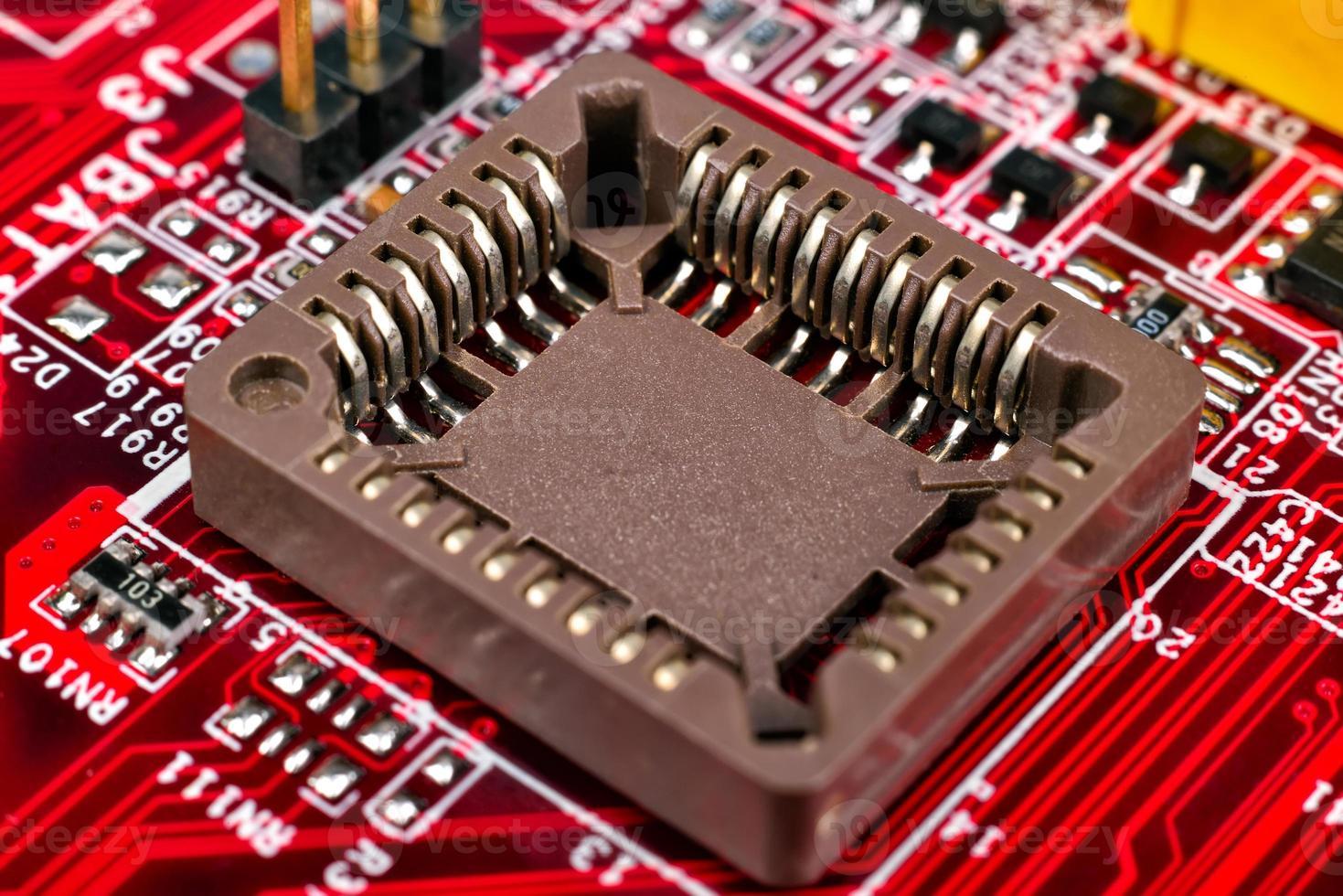 placa de circuito rojo con procesadores foto