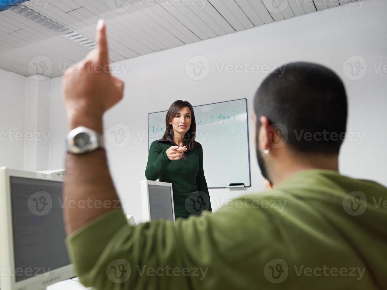 profesor y estudiantes en la universidad foto