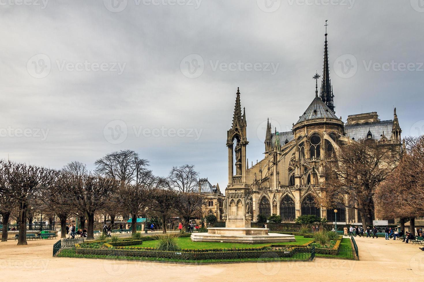 Notre-Dame rear view photo