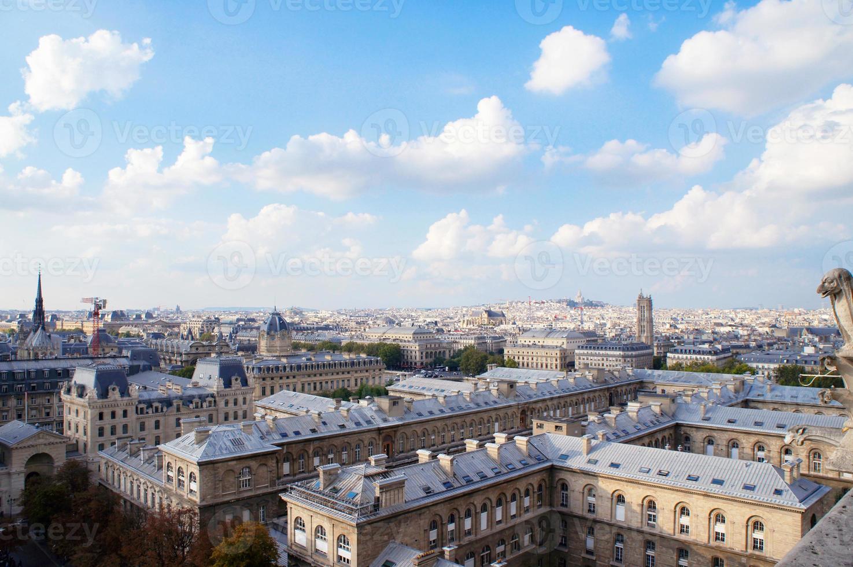Vista del horizonte de París desde Notre Dame, Francia foto