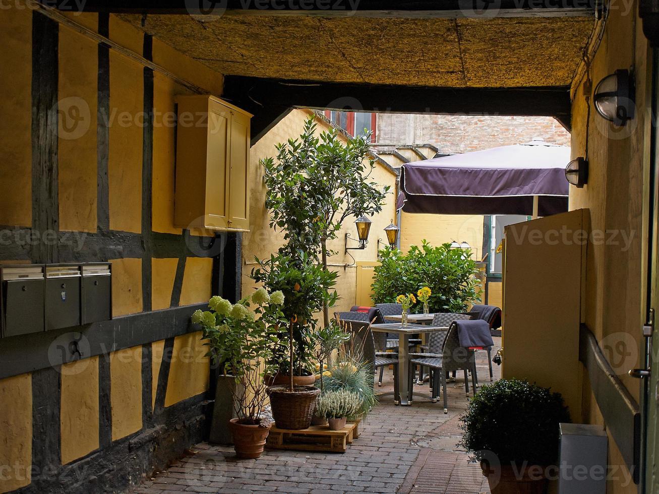 Cafetería típica de la calle lateral de Copenhague. Dinamarca foto