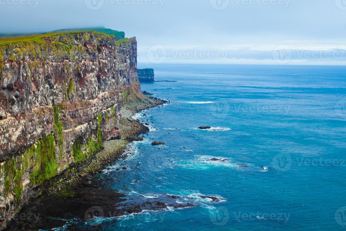 capa de latrabjarg, vestfirdir, islandia, borde del mundo foto