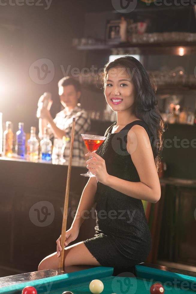 dama vietnamita en el bar foto