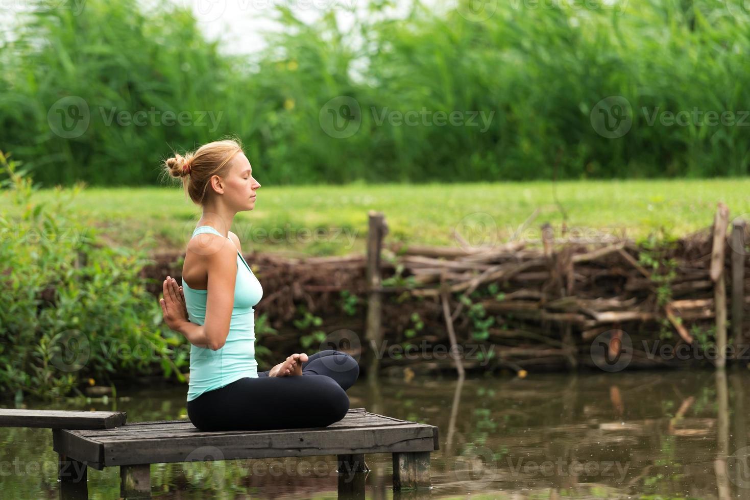 yoga de oración inversa foto