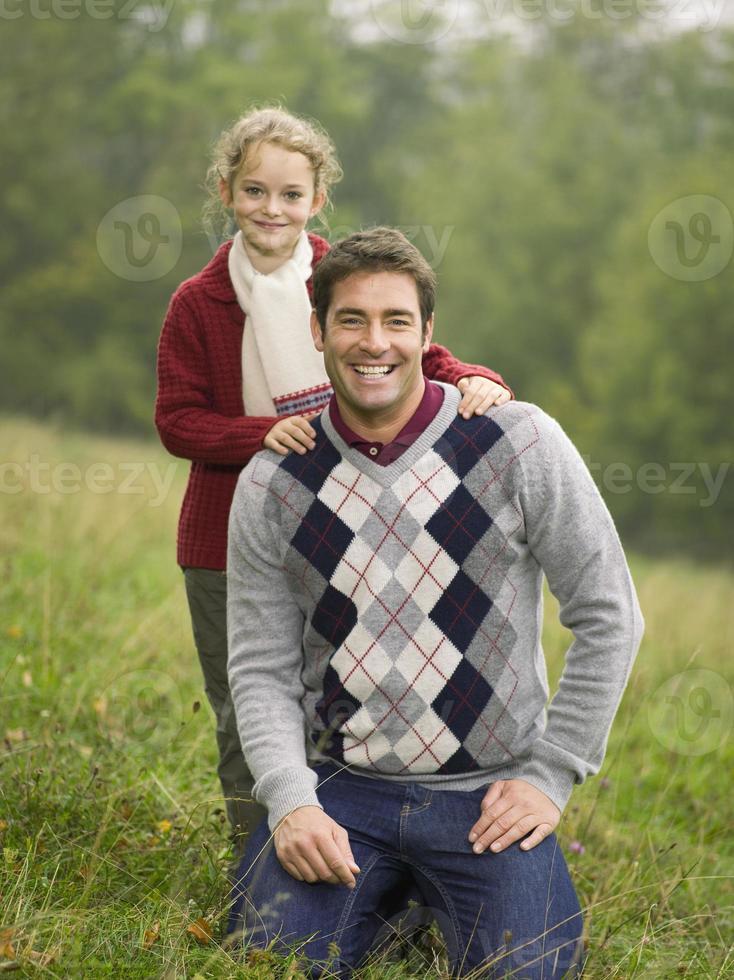 Duitsland, Schwäbische bergen, vader en dochter glimlachen foto