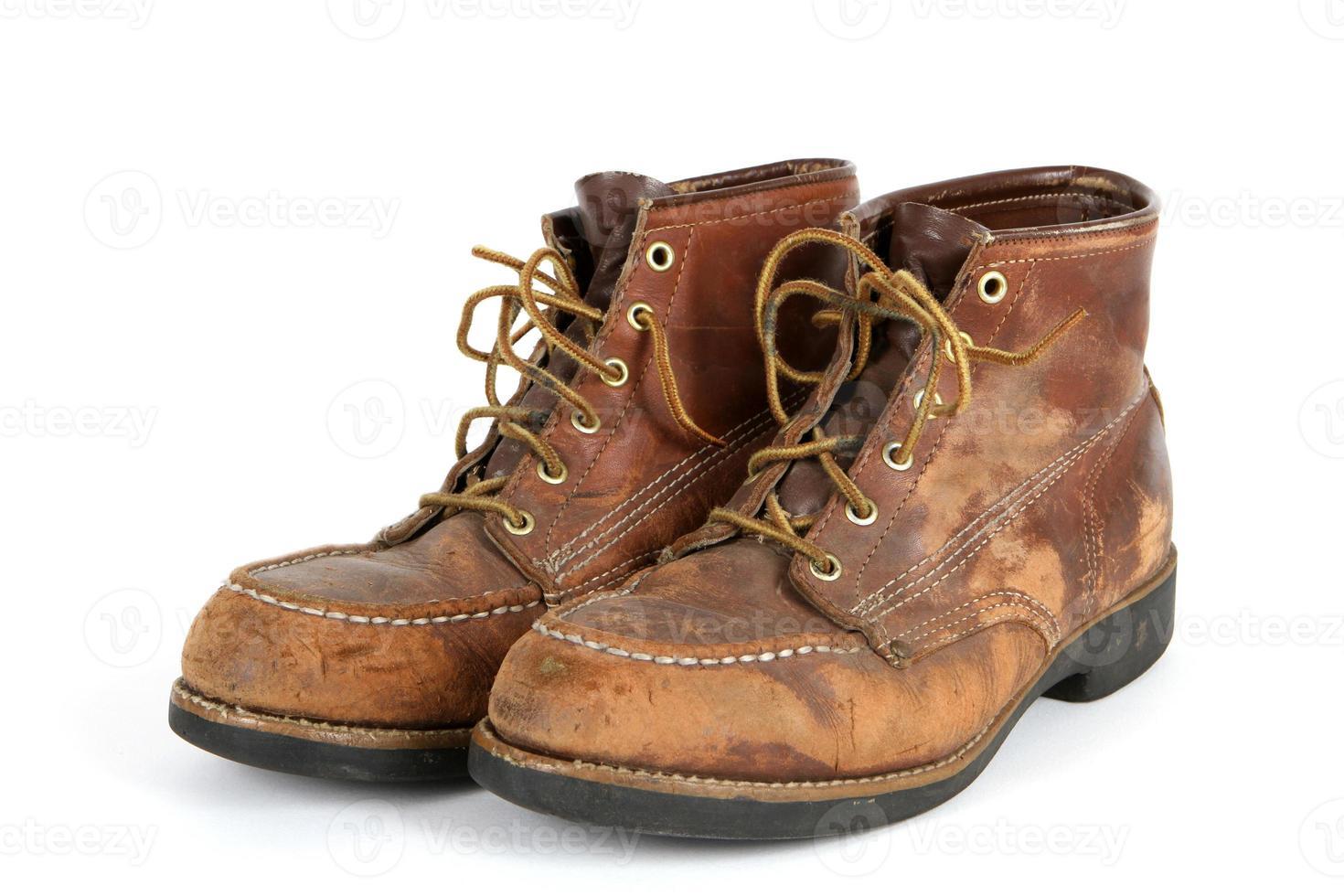 zapatos viejos con punta de acero foto
