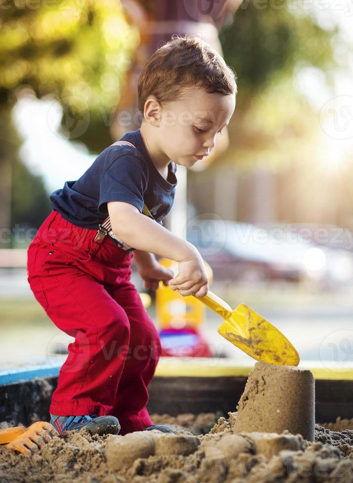 schattige kleine jongen foto