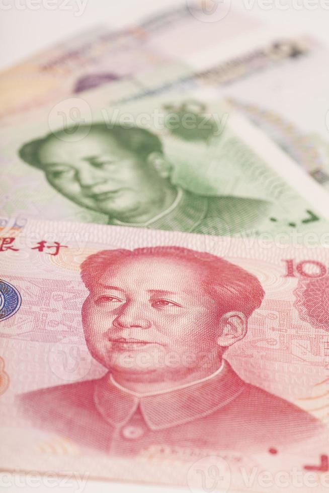 primer plano de billetes de yuan dinero chino foto