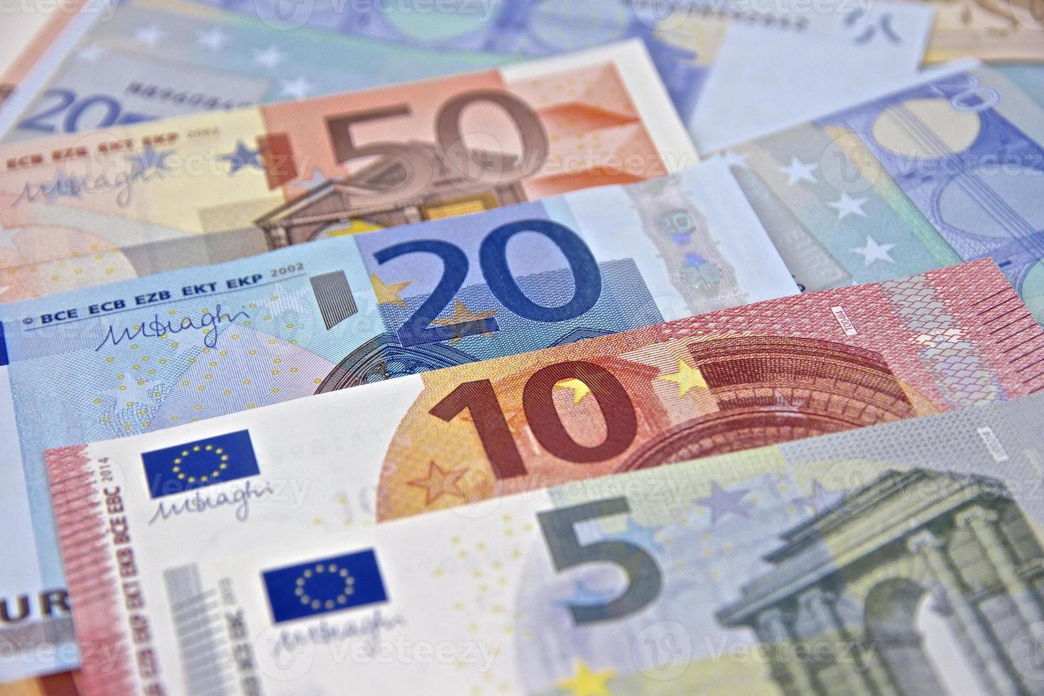 dinero - billetes en euros - moneda de la unión europea foto