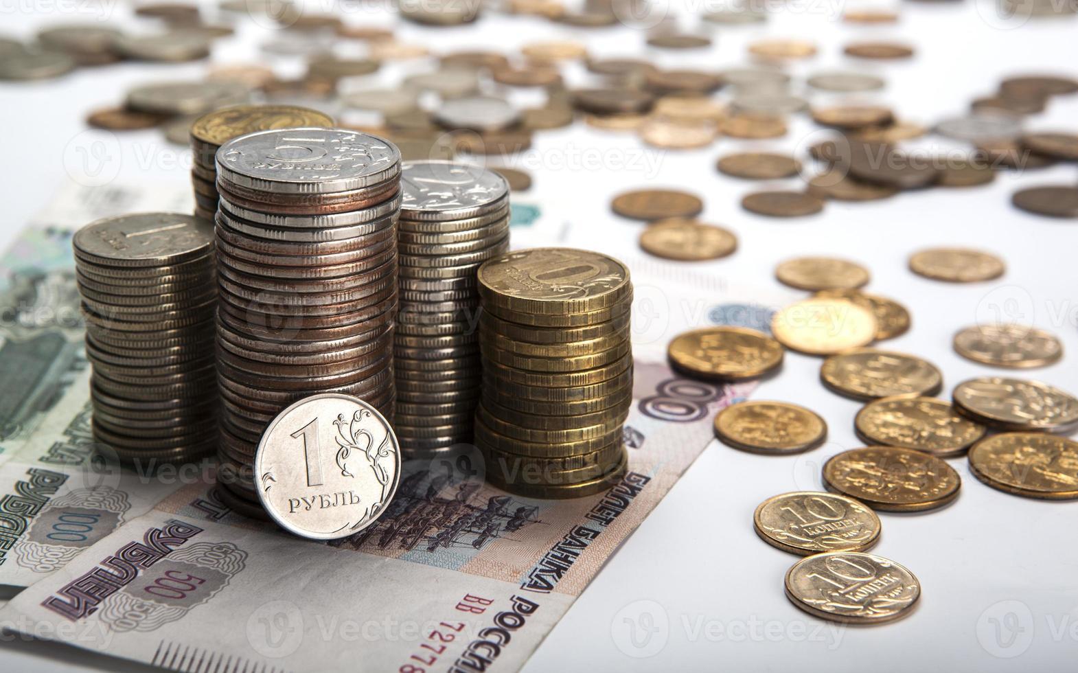 stapels Russische roebels met opmerking foto