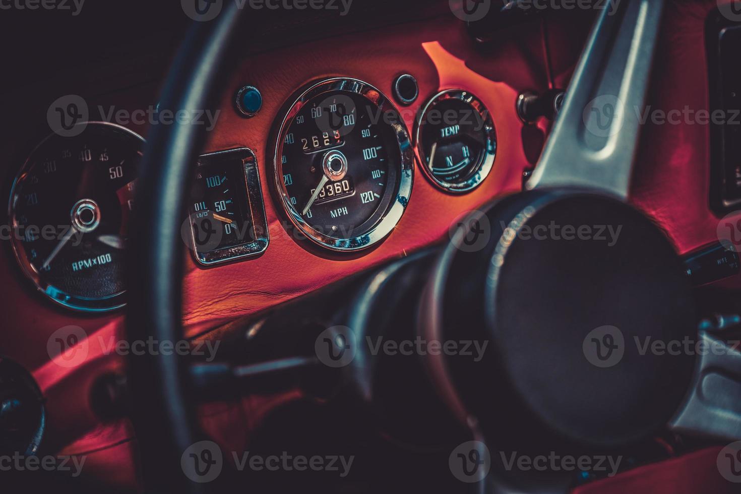 Interior del coche retro vintage. procesamiento de efecto vintage foto