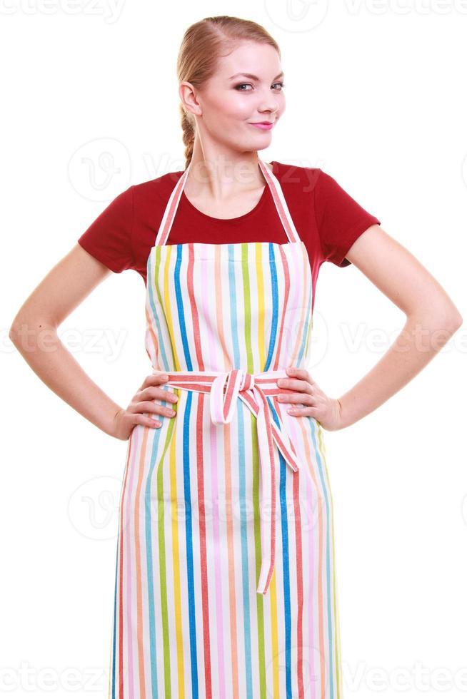 Joven ama de casa con horno cocina mitón delantal de cocina aislado foto
