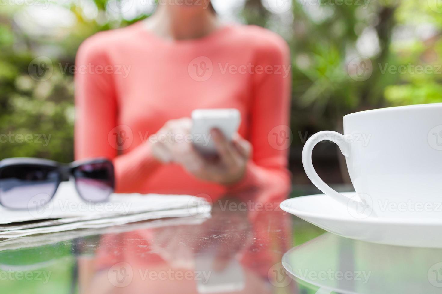 mujer en el telefono foto