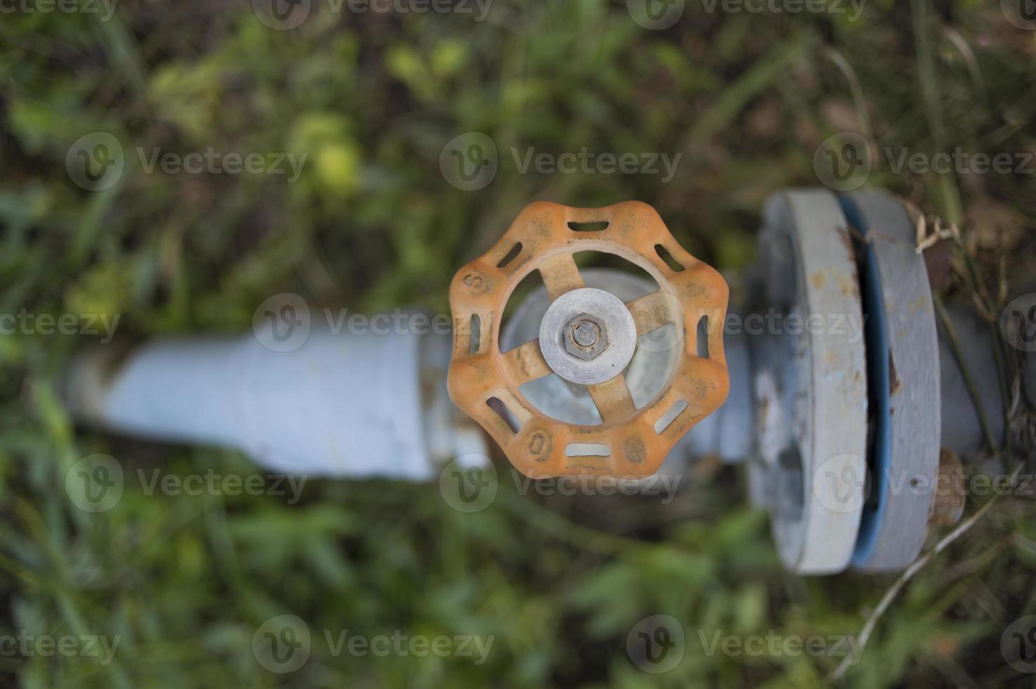 tubo y válvula y tubo de brida de montaje foto