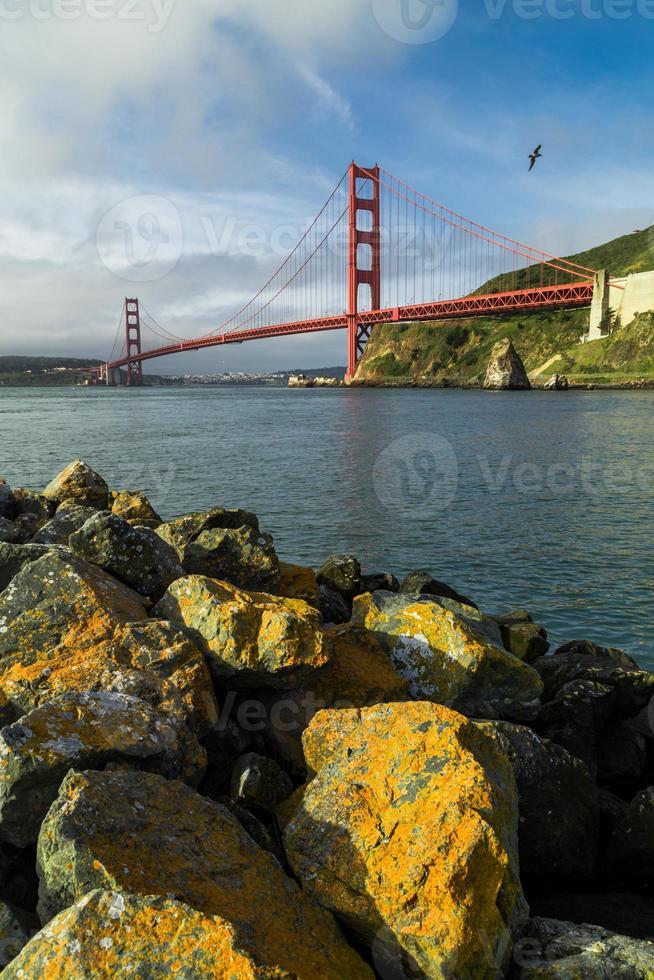Golden Gate Bridge en San Francisco en la mañana después del amanecer foto