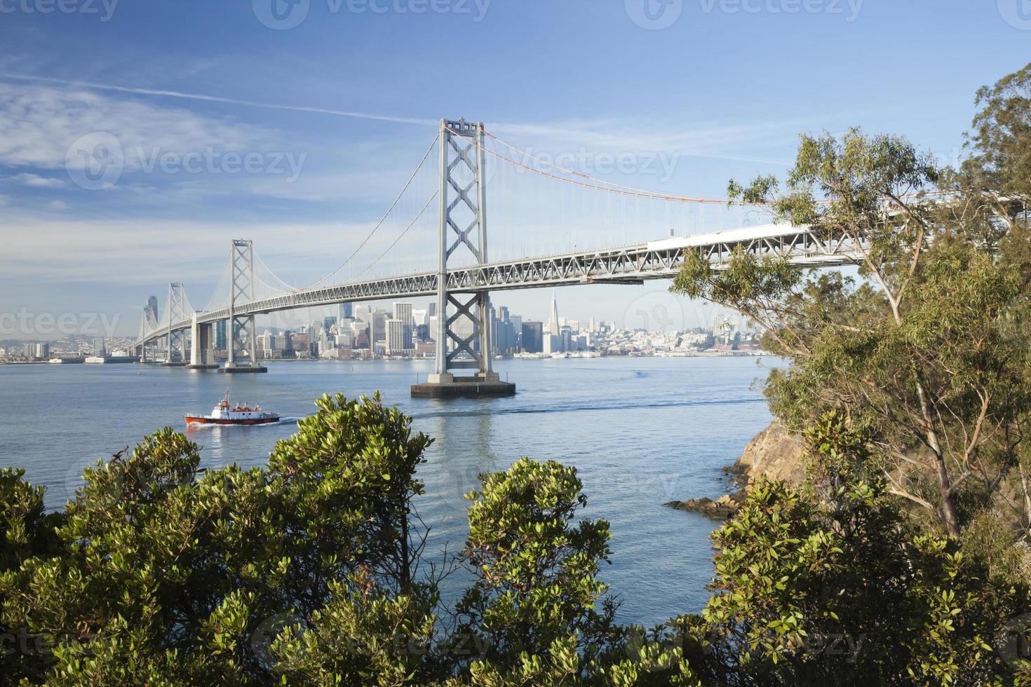 san francisco y puente de la bahía foto
