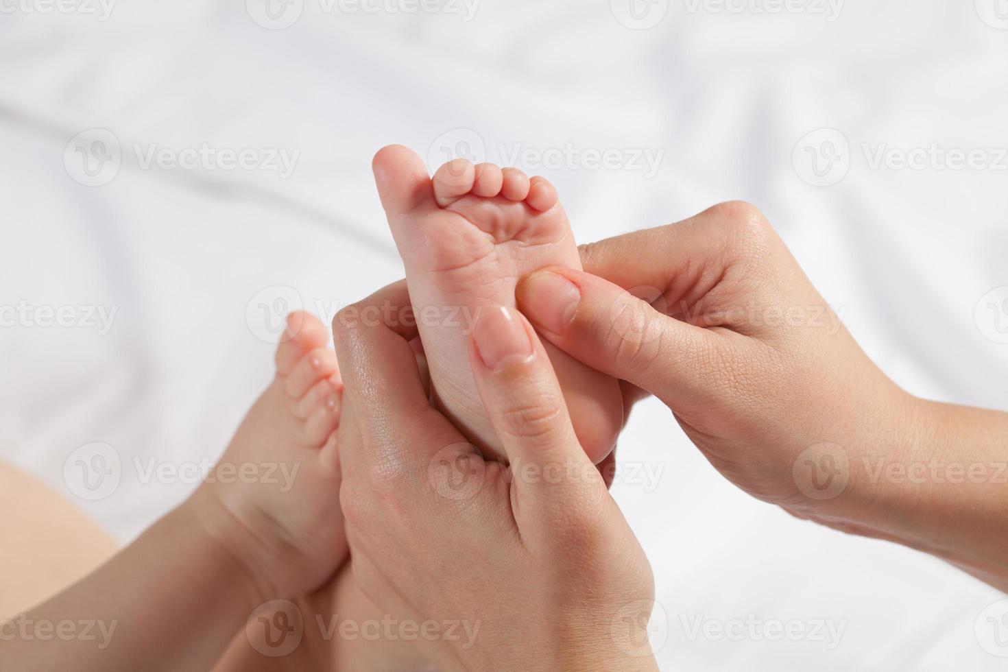 masaje para bebés foto