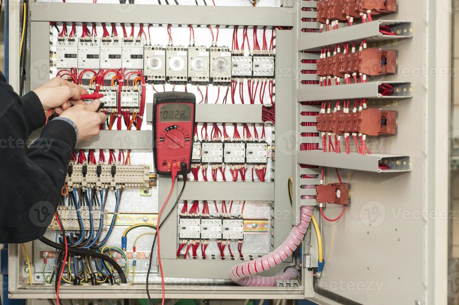 electricista en el trabajo foto