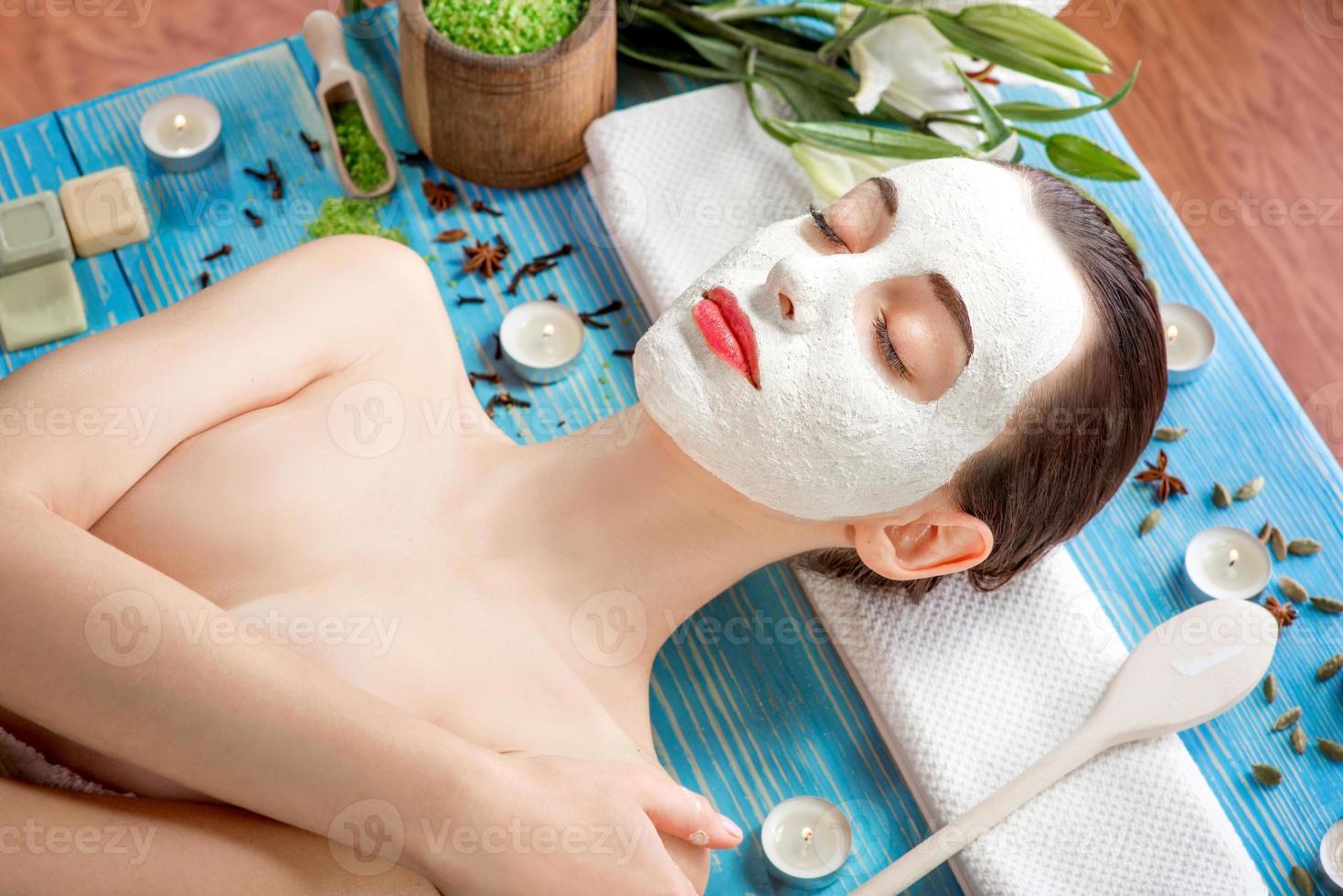 mujer con máscara de spa foto