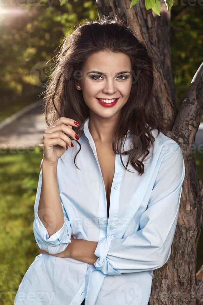 smiling brunette photo