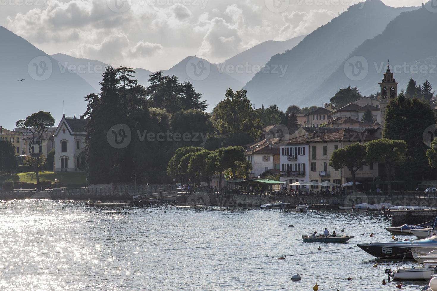 pueblos, lago de como, italia foto