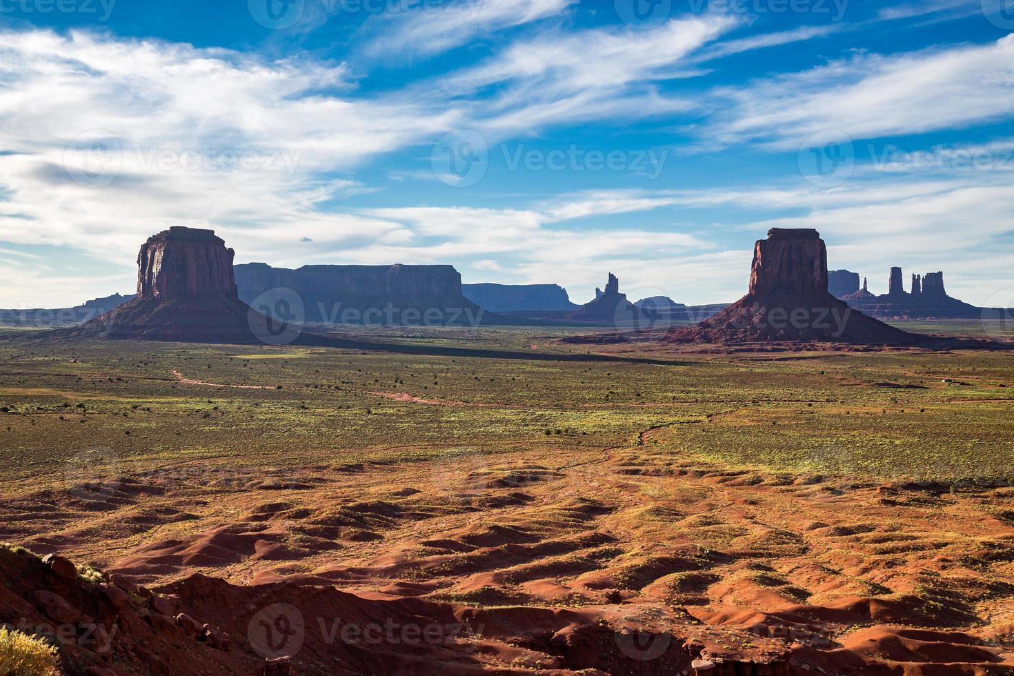 parque tribal del valle del monumento navajo, utah, estados unidos foto
