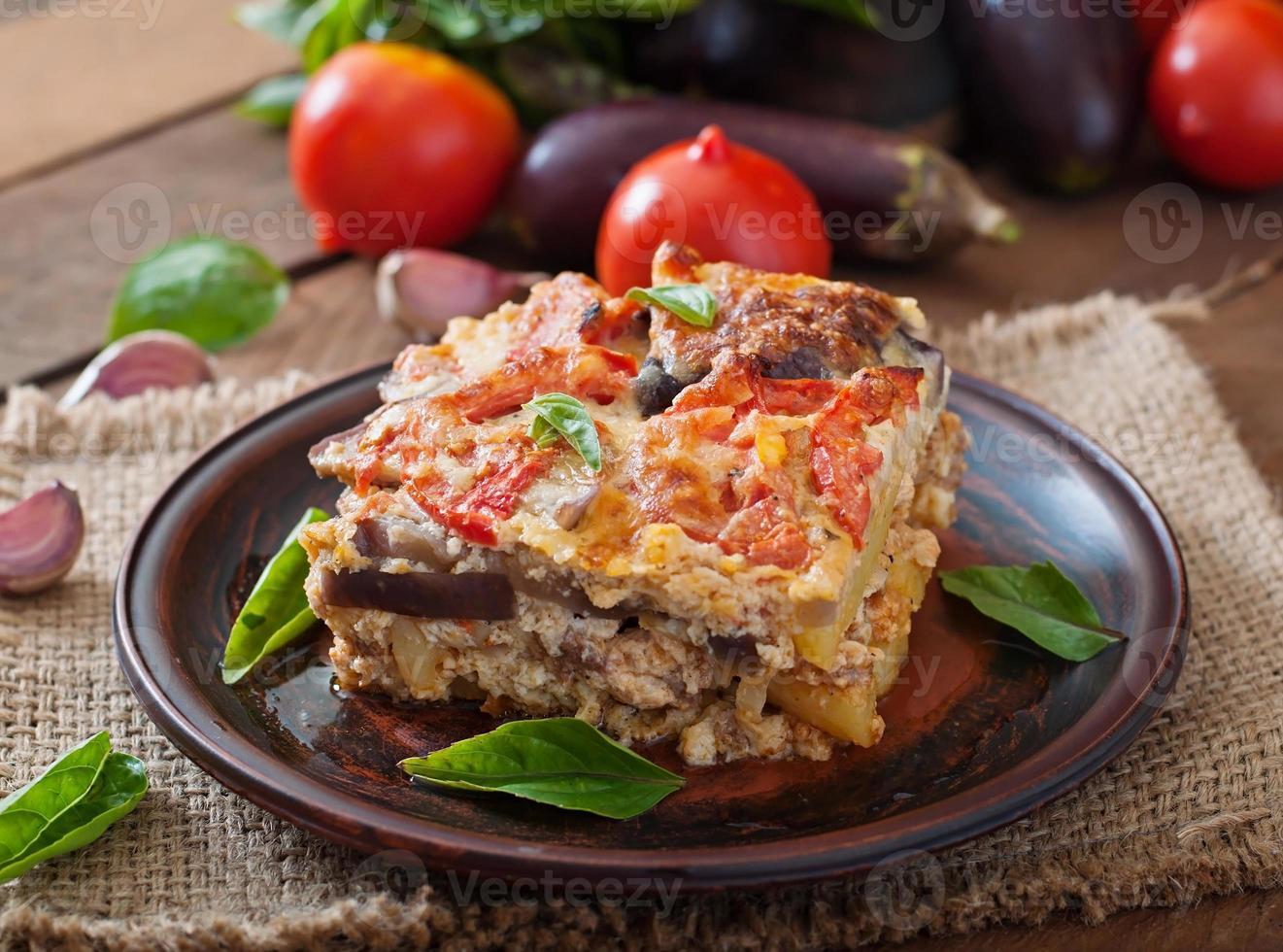 moussaka - un plato tradicional griego foto