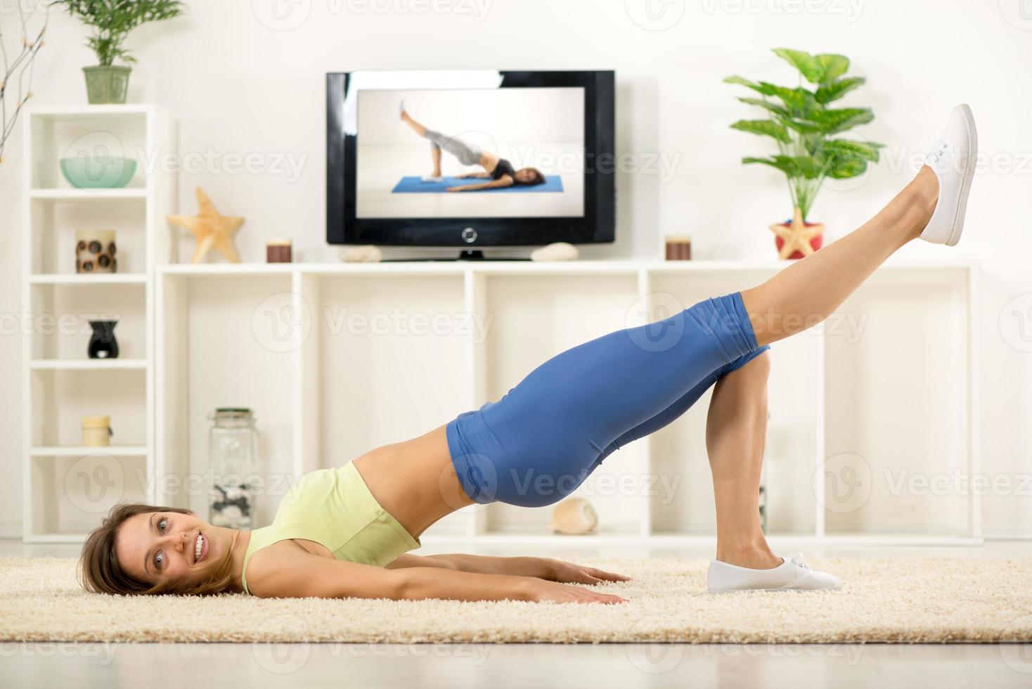 hacer ejercicio en casa foto