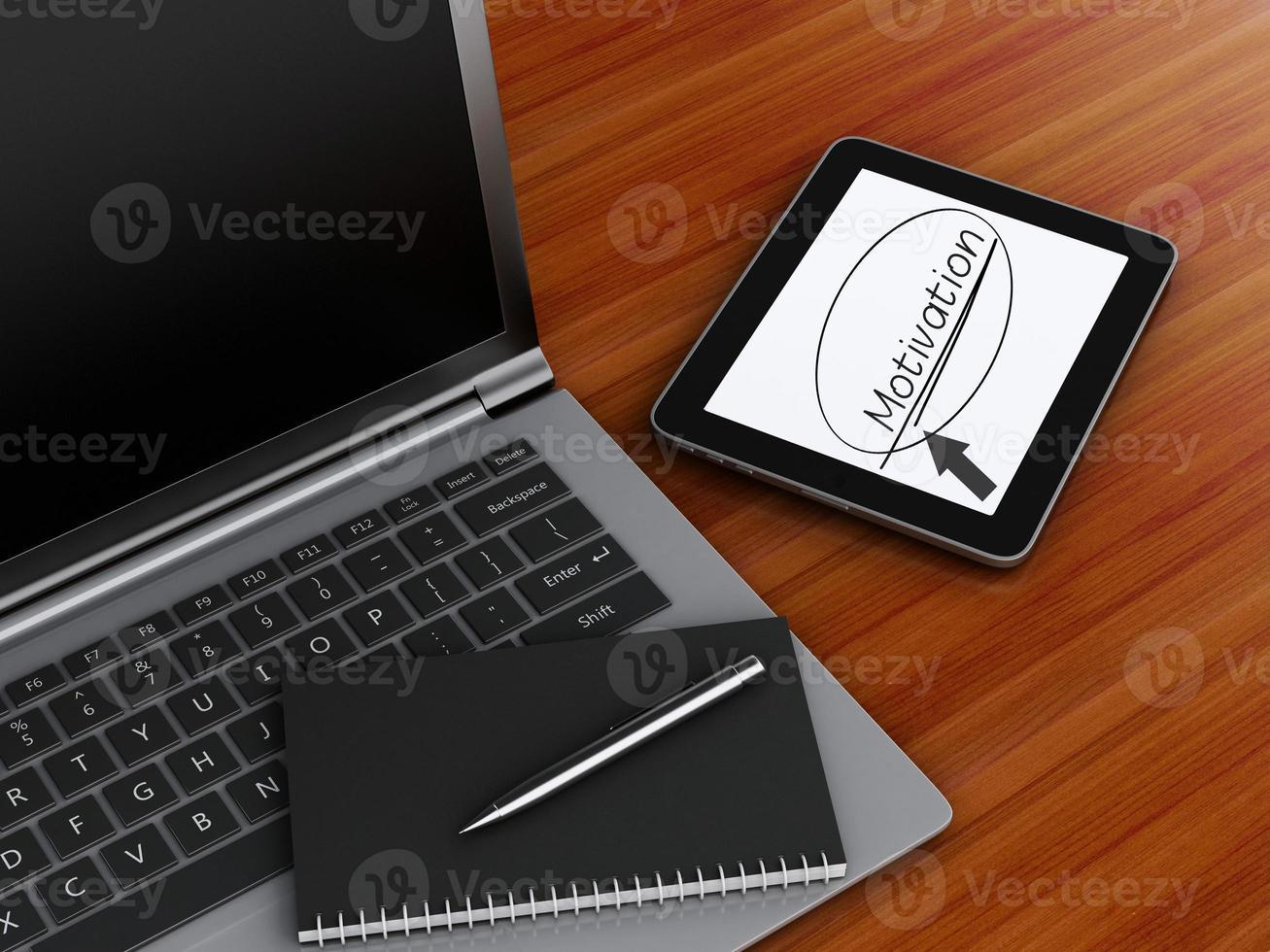 lugar de trabajo con tableta digital, computadora portátil y bloc de notas con bolígrafo. foto