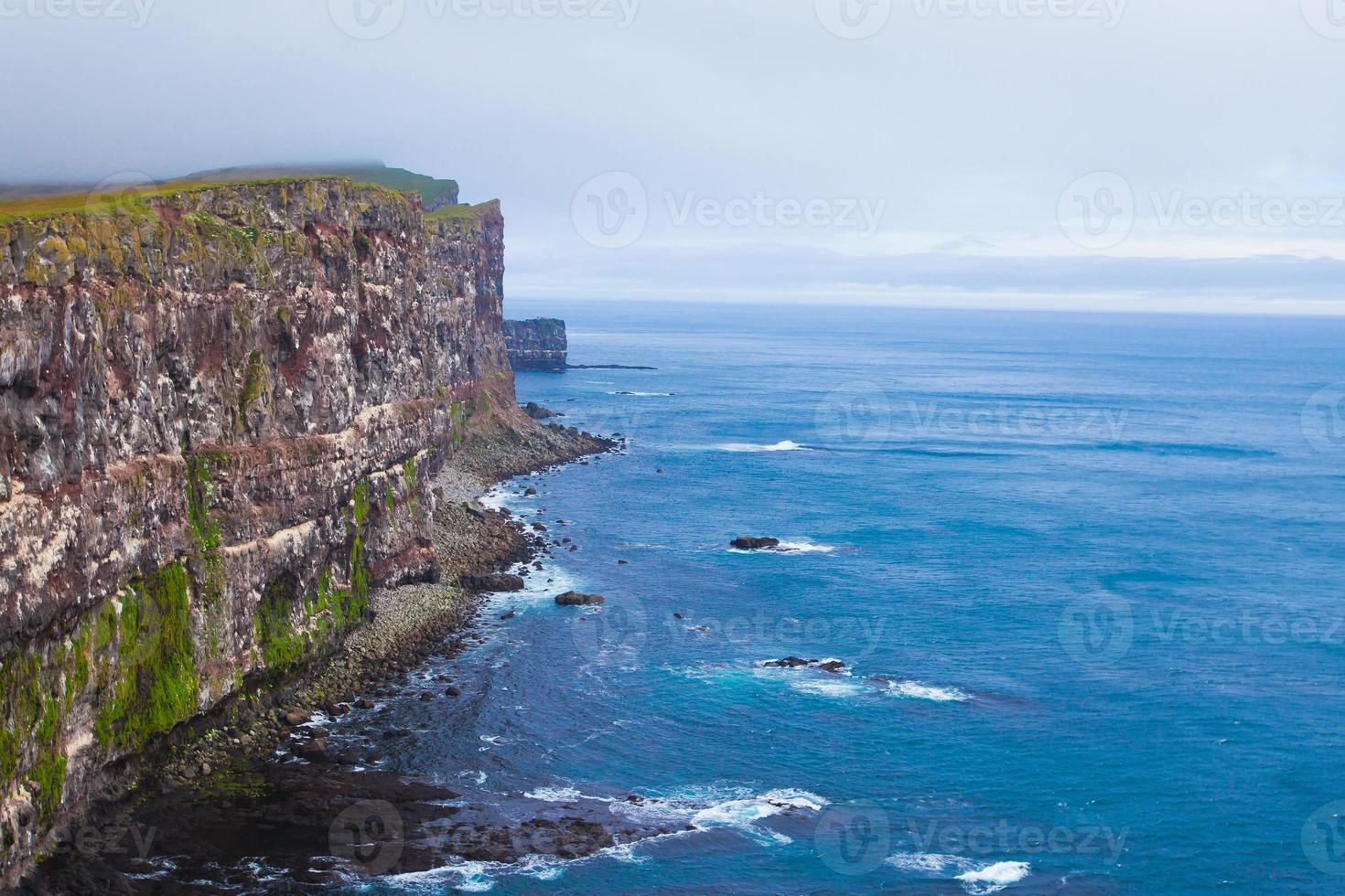 mantello latrabjarg, vestfirdir, islanda, bordo del mondo foto