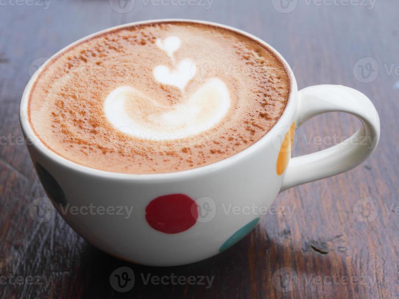 café con leche caliente es bueno para tu mañana foto