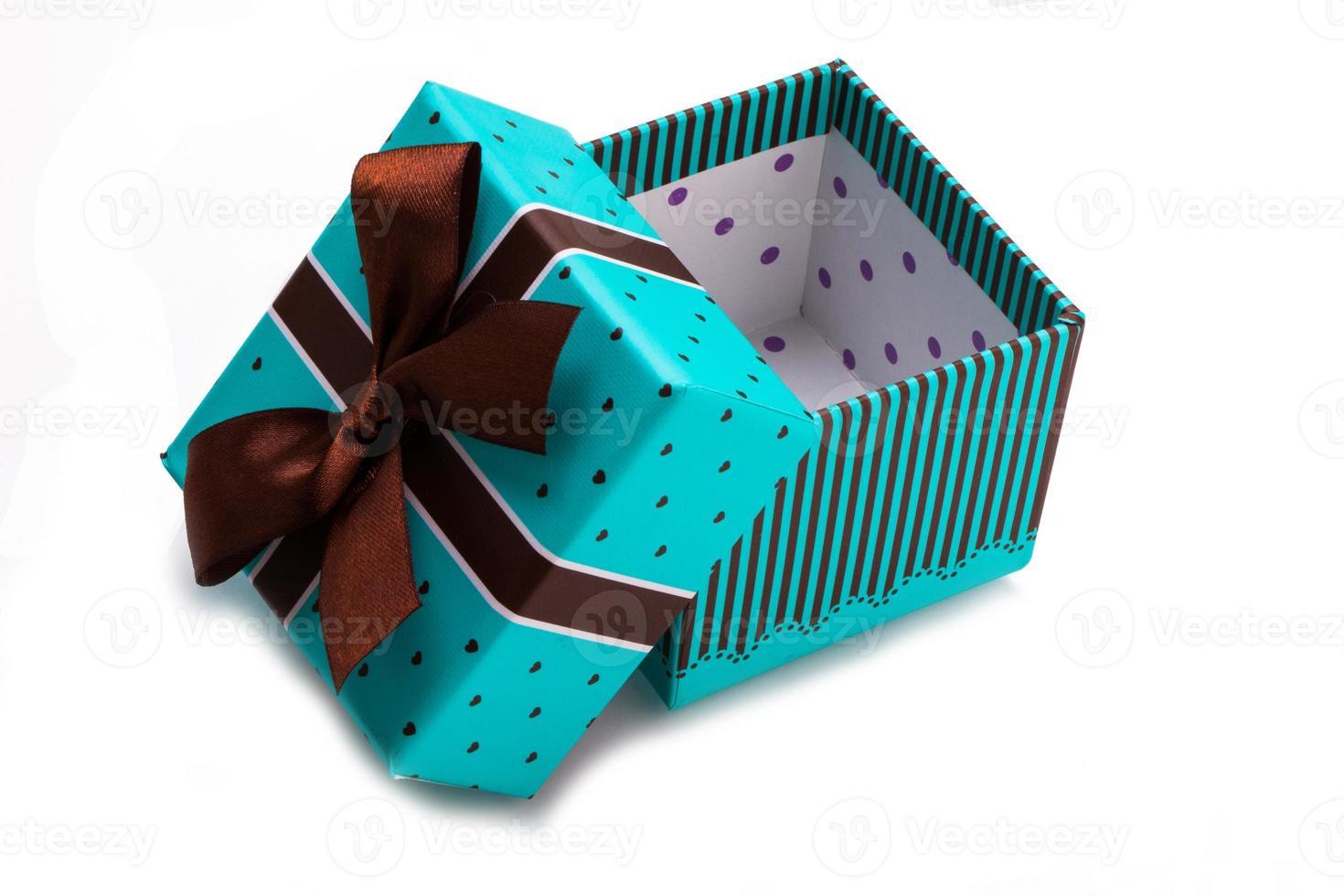 caja de regalo con lazo foto