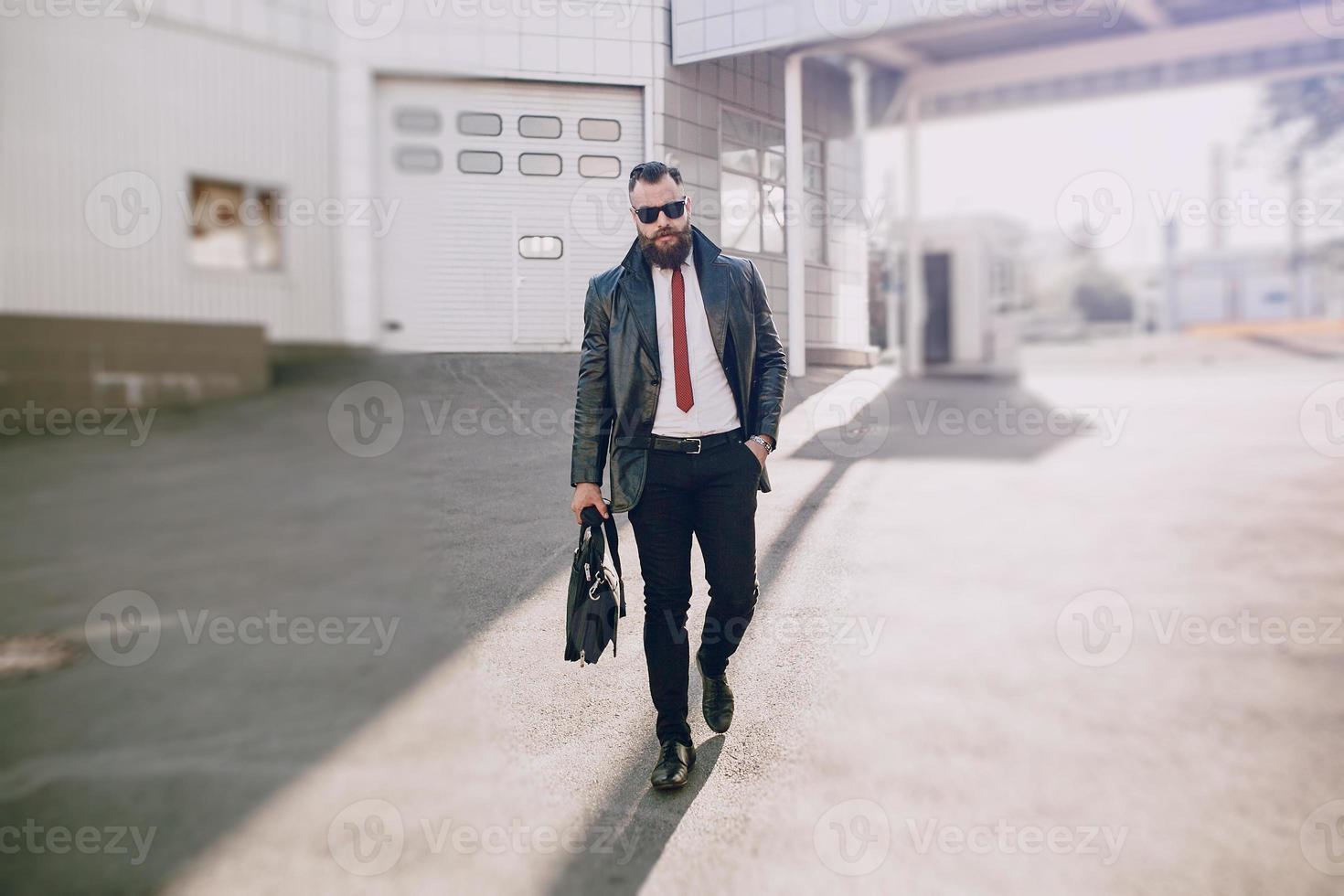 hombre de negocios afuera foto