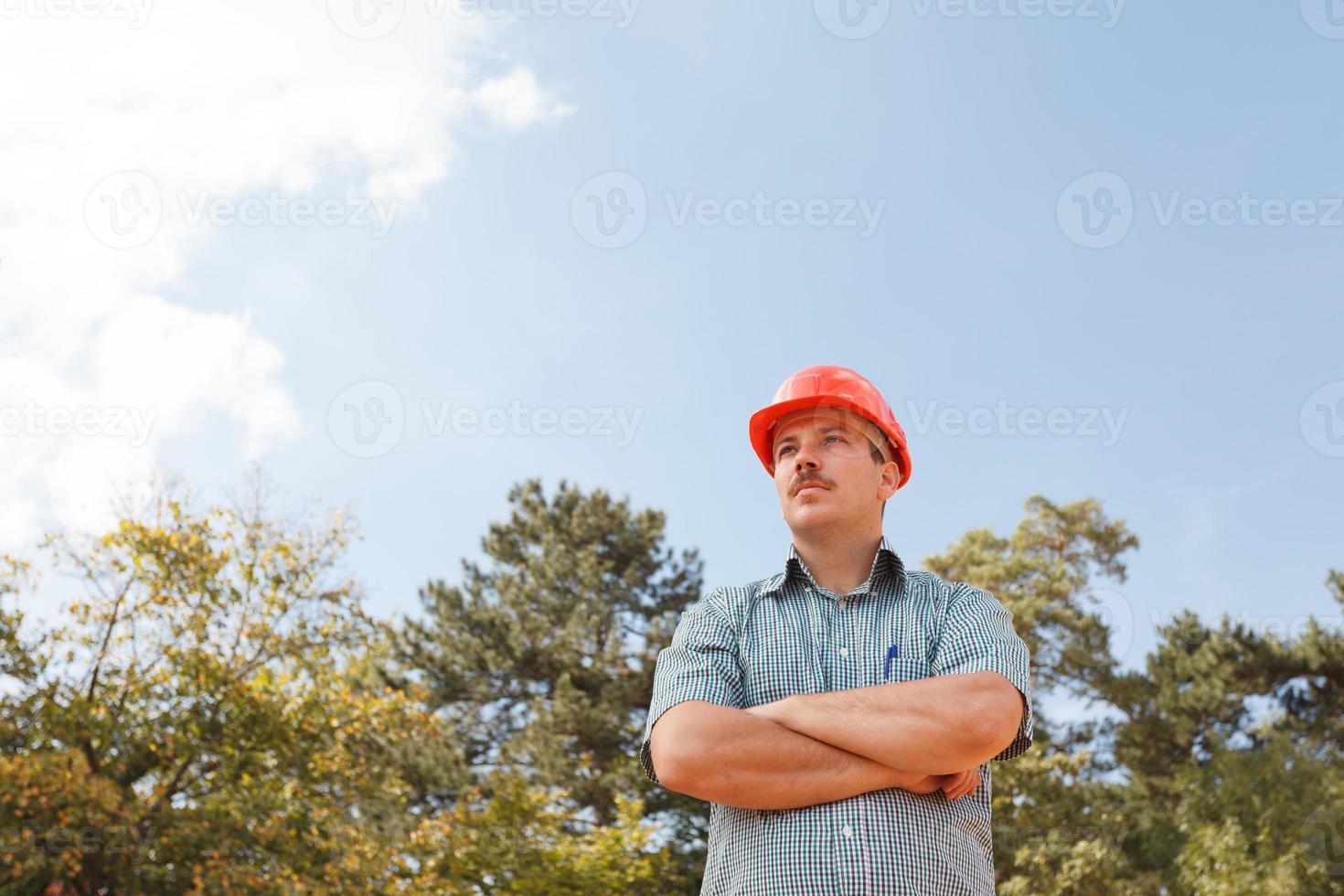 ingeniero de confianza en el sitio de construcción foto