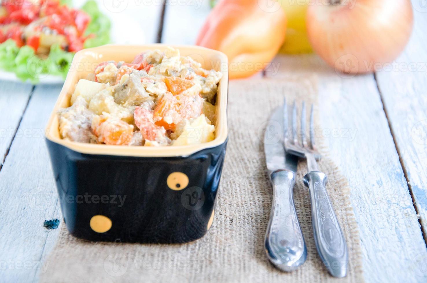 deliciosas lentejas y menestra de verduras foto
