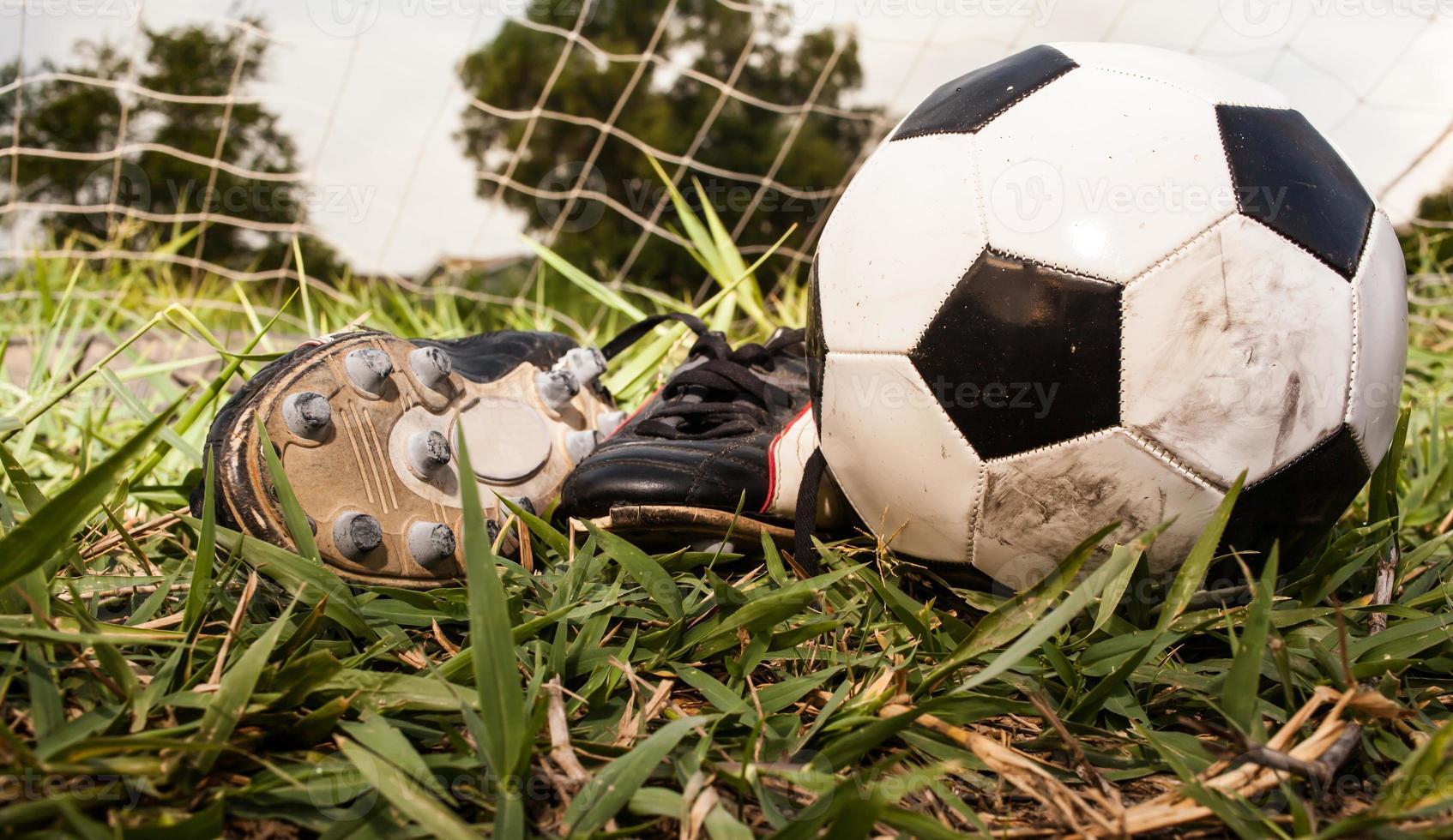 zapatos de fútbol y fútbol foto