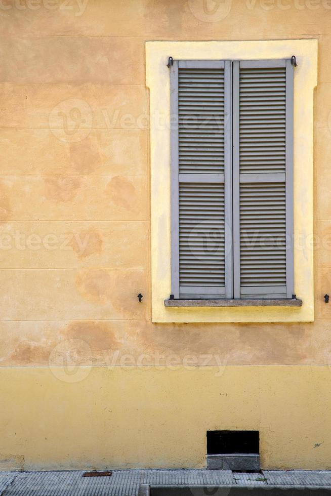 ventana de jerago palacios varese italia el ladrillo de hormigón foto