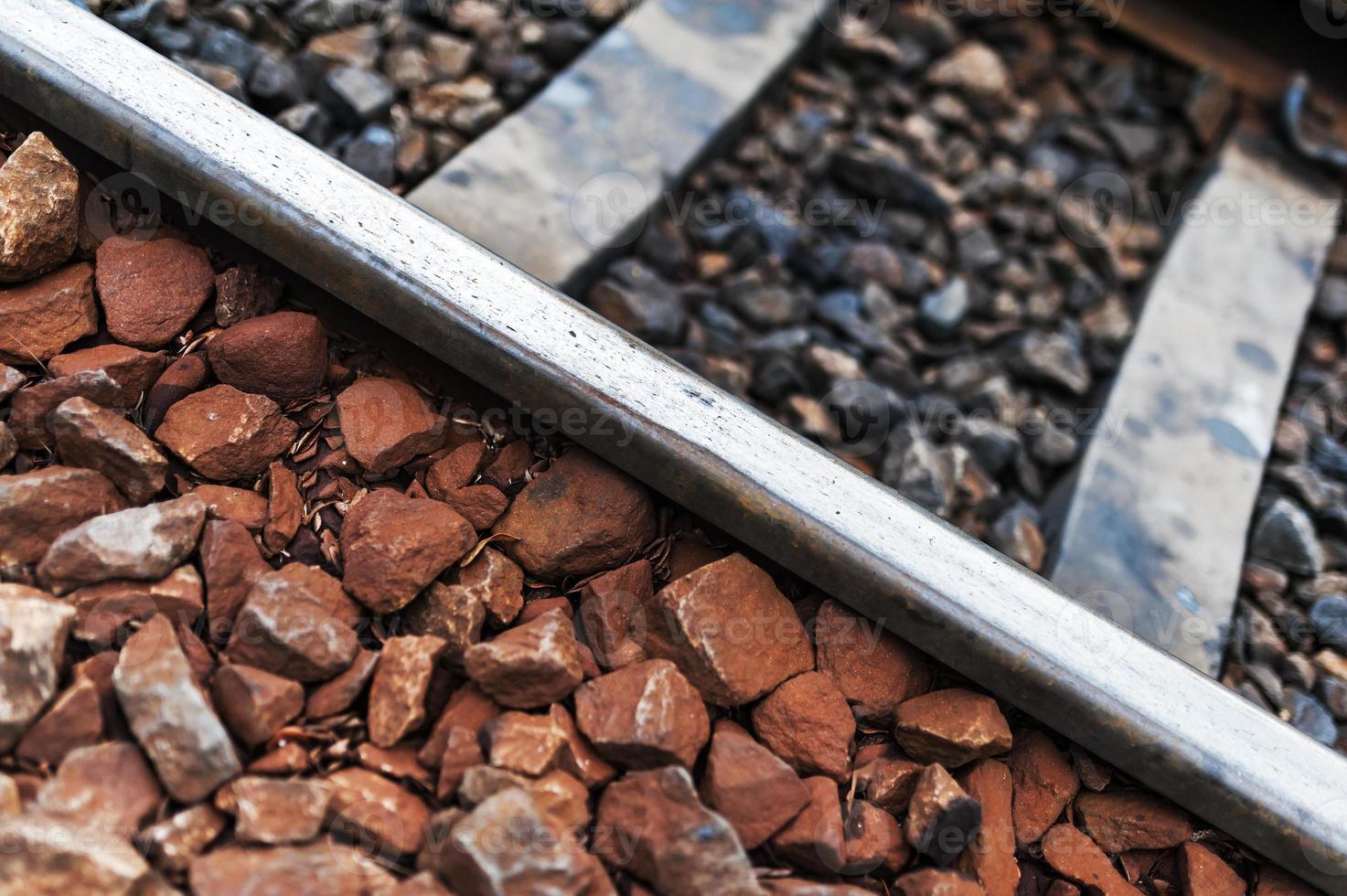 vía férrea antigua línea con piedra foto