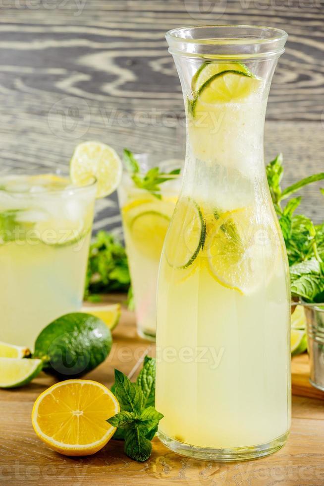 bebida de limonada fresca foto