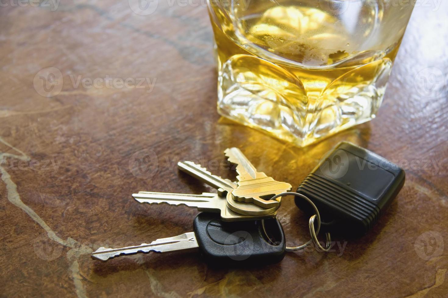 llaves y bebida foto