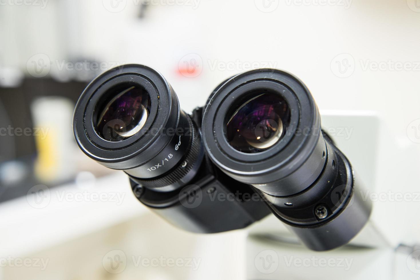 microscopio de oculares de primer plano. foto