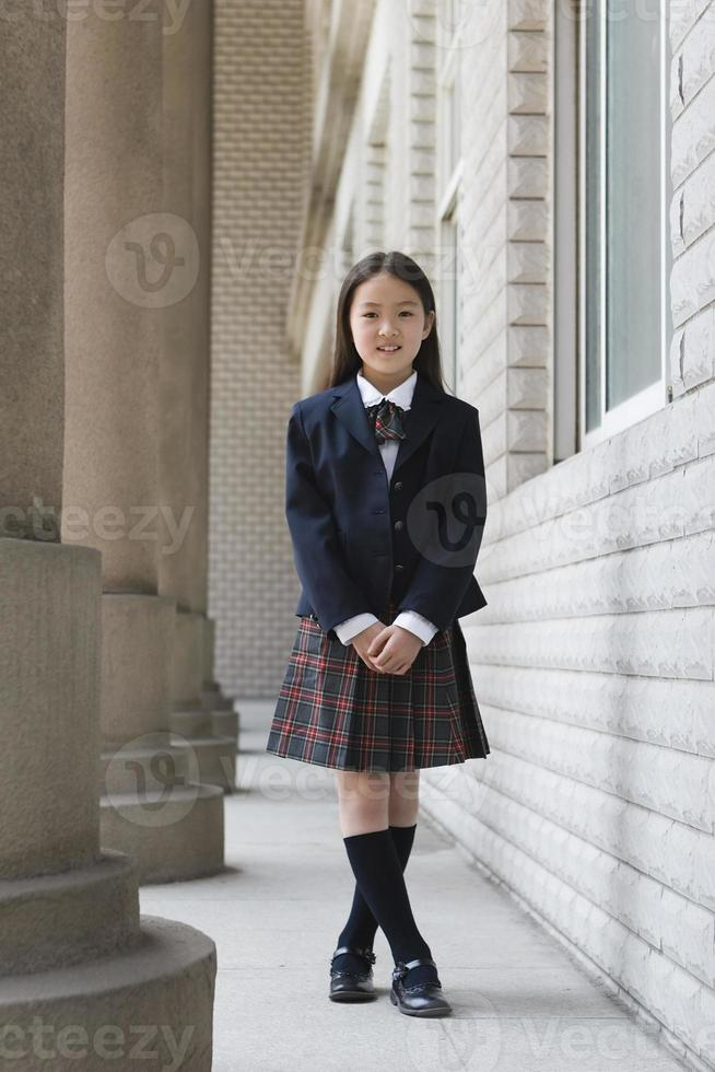 colegiala primaria en uniforme escolar foto