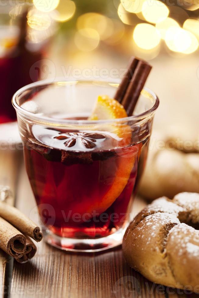 vino caliente con bebida de navidad foto